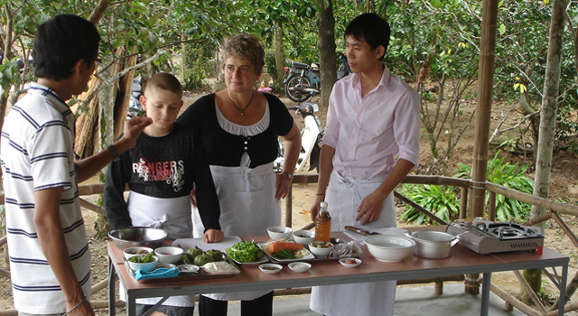 Cooking class at Mekong Lodge