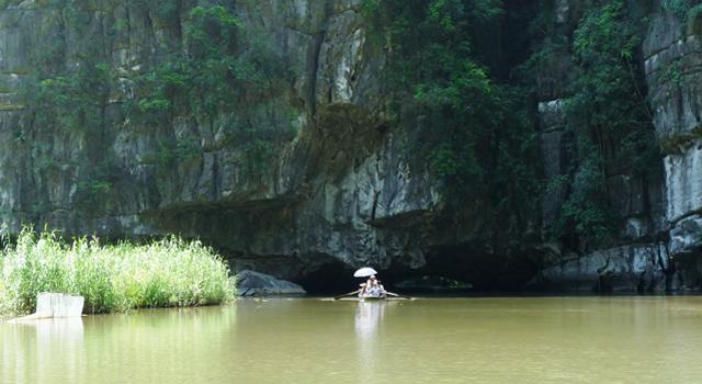 Tam Coc - sampan rowing