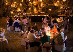 Cena nella grotta