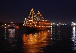 Cena in barca sul fiume di Saigon