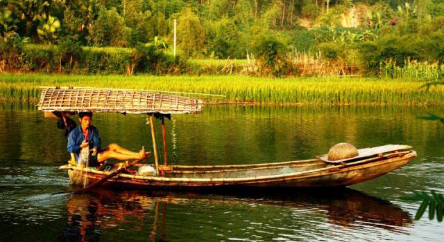 I pescatori nel lago di Thac Ba