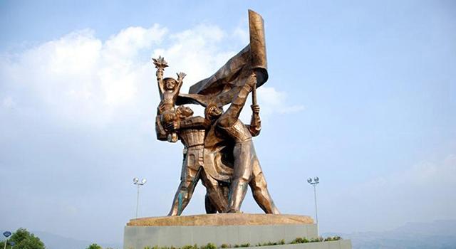 La statua di vittoria del Dien Bien