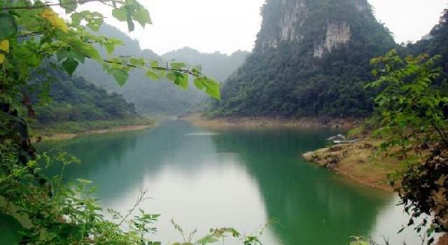 Lago di Thang Hen