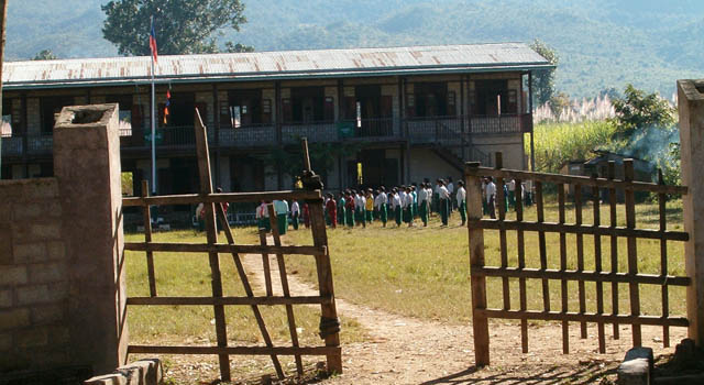 Visita alla scuola locale