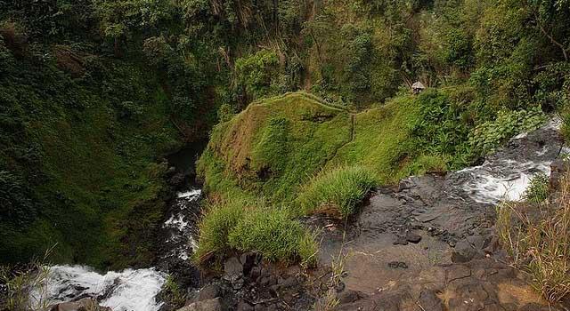 Tad Yeuang waterfall