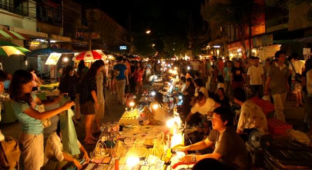 Wualai Walking Street (Mercato del Sabato)