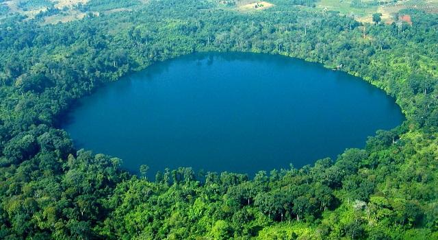 Lago di Yeak Lorm