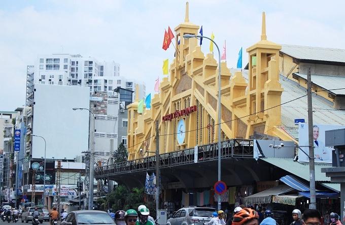 Discover-Saigon-on-rickshaw