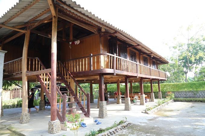 Overnight-Mr-Binh-stilt-house-Muong-Lo