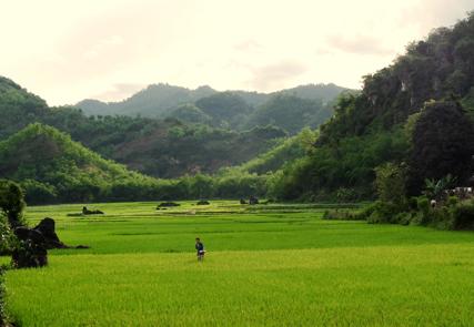 Trekking in der Heimat der Weißen Thai