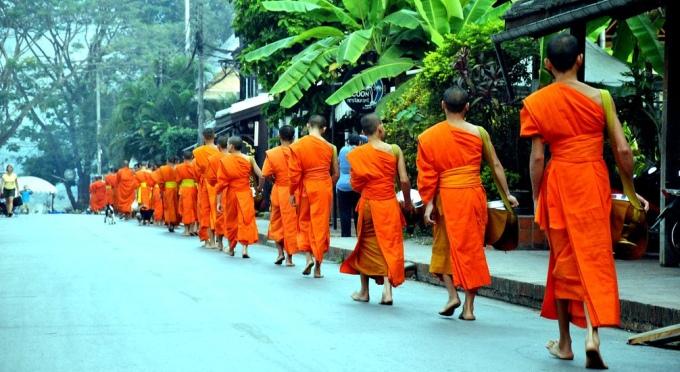 Almosen - ein einzigartiges Kulturmerkmal von Laos