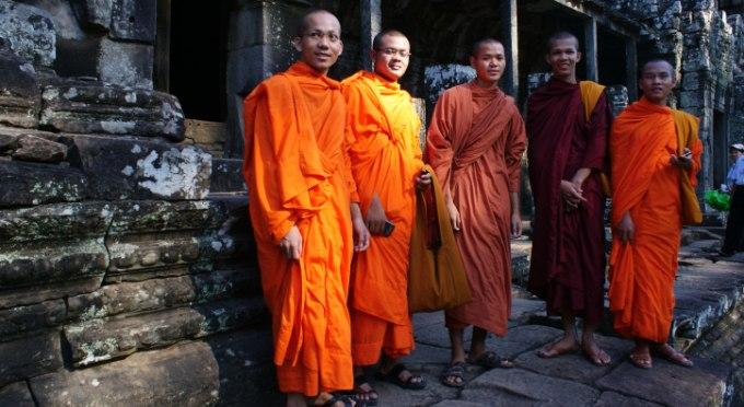 Mönche in der Angkor Tempelanlage