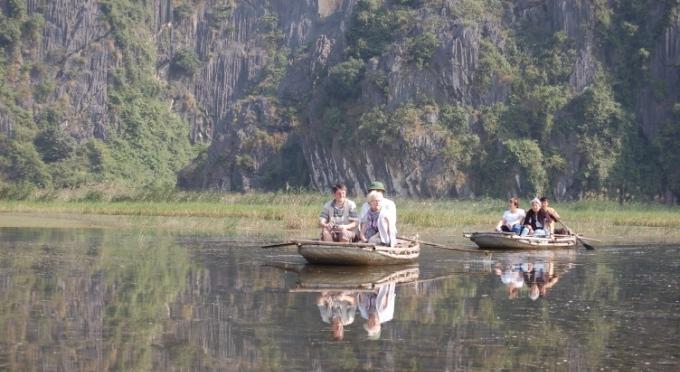"""Bootsfahrt in der """"trockenen Halong-Bucht"""""""